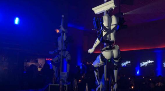 privado en club de robots strippers 2