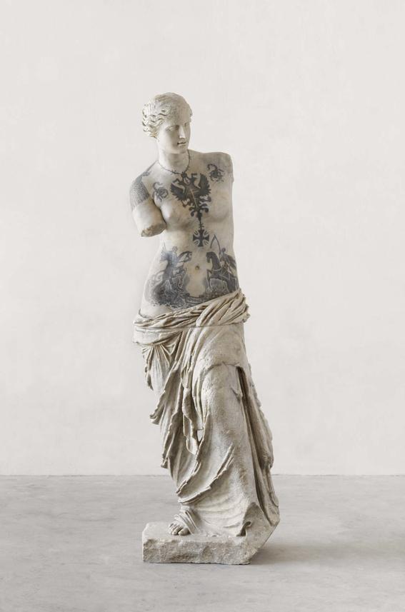 esculturas clasicas tatuadas de fabio viale 1