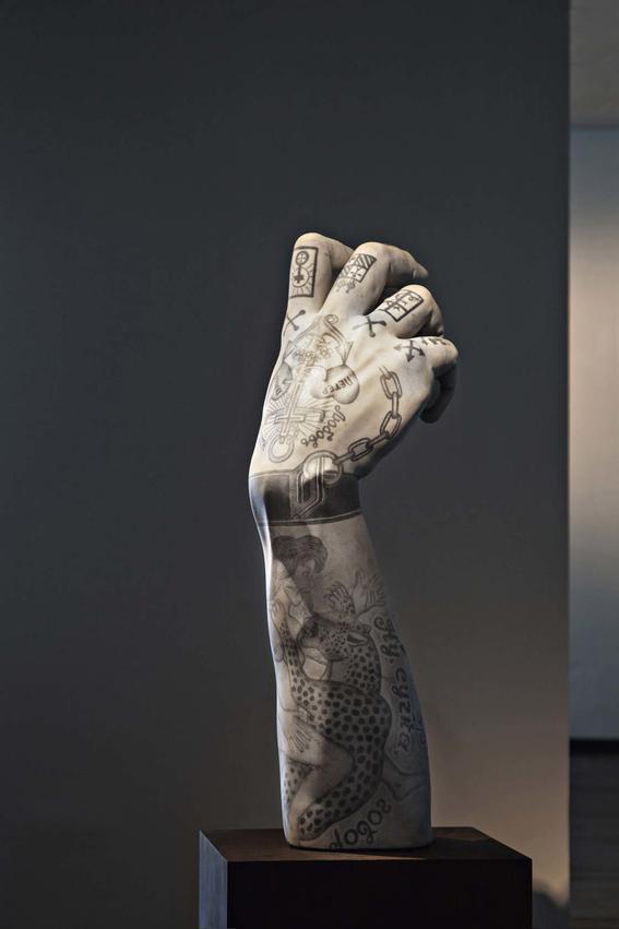 esculturas clasicas tatuadas de fabio viale 5