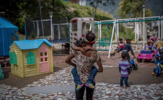 padres obligados a dejar a hijos en orfanatos por crisis alimentaria en venezuela 1