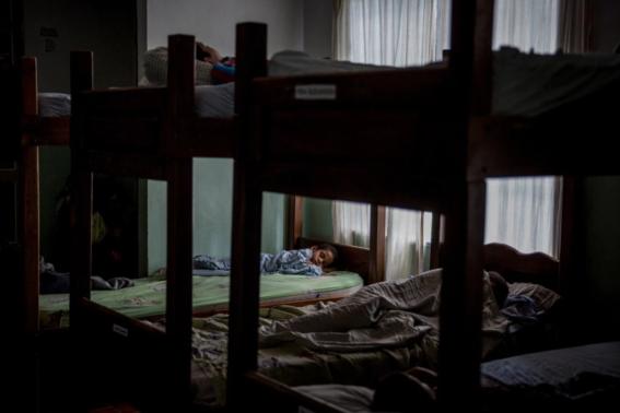 padres obligados a dejar a hijos en orfanatos por crisis alimentaria en venezuela 2