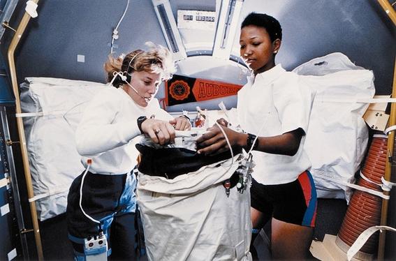 mae c jemison astronauta 1