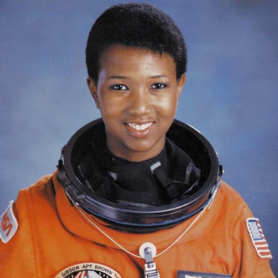 mae c jemison astronauta 2