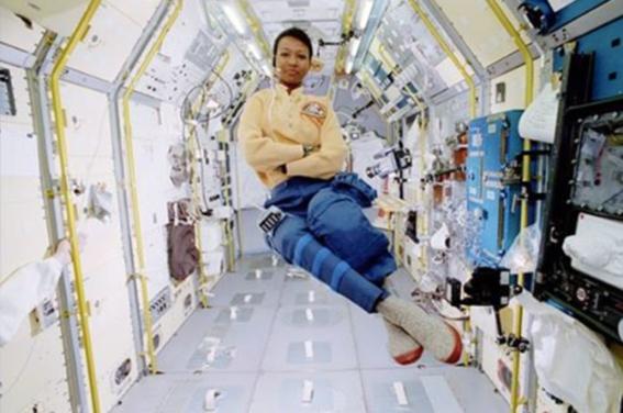 mae c jemison astronauta 3