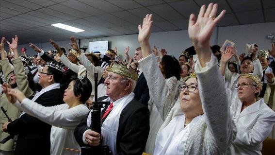 iglesia ultraconservadora bendice armas de fuego en estados unidos 3