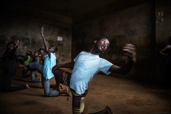 ninos rescatados de la pobreza con ballet en kenia 1