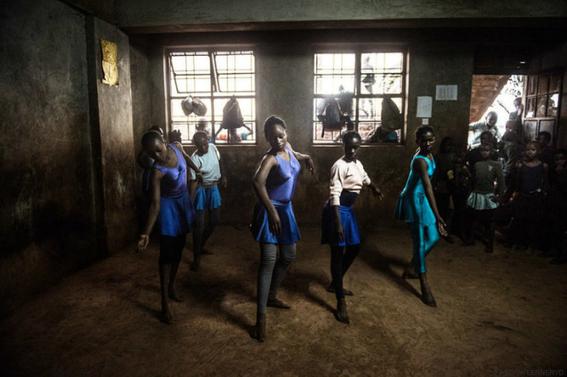 ninos rescatados de la pobreza con ballet en kenia 2