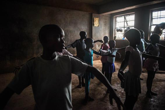 ninos rescatados de la pobreza con ballet en kenia 3