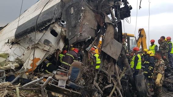 se estrella avion en aeropuerto de nepal 2