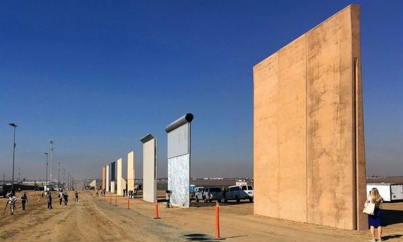 mexicanos se burlan de trump durante visita al muro 4