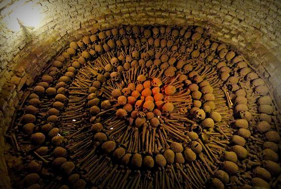 paris catacombs 4