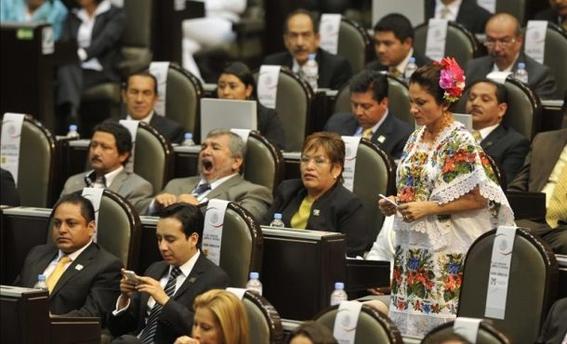 mexico gasta millones de pesos en diputados 3