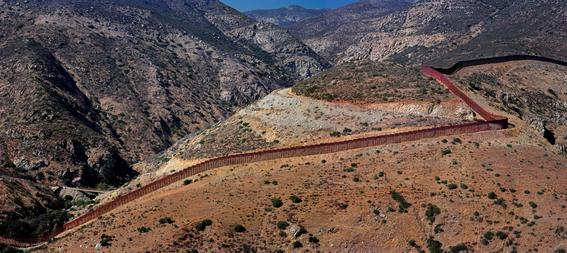Francisco Mata Rosas photographs of the border 11