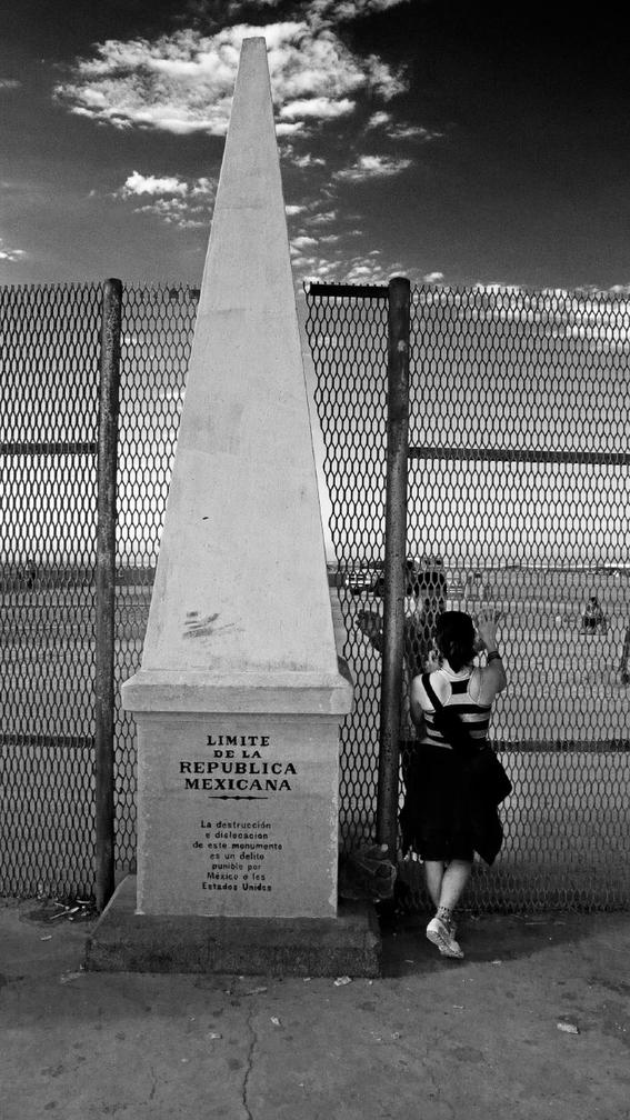 Francisco Mata Rosas photographs of the border 13