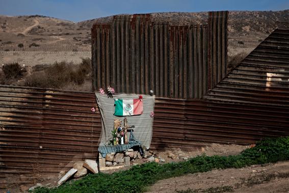 Francisco Mata Rosas photographs of the border 15