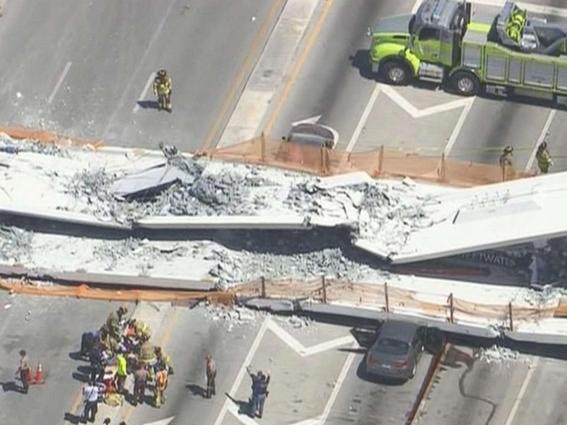 colapsa puente peatonal en florida 1