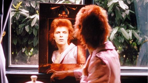 80 fotografías y todo lo que no sabías sobre el arte de David Bowie