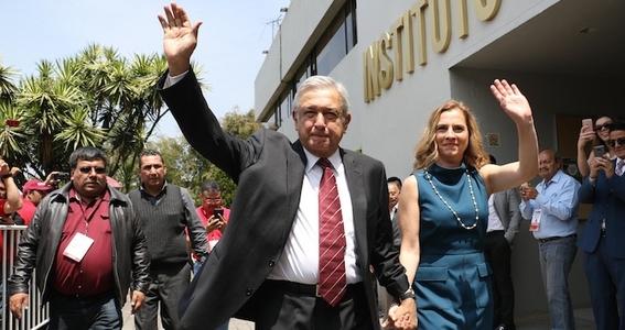 amlo registra su candidatura para la presidencia 2