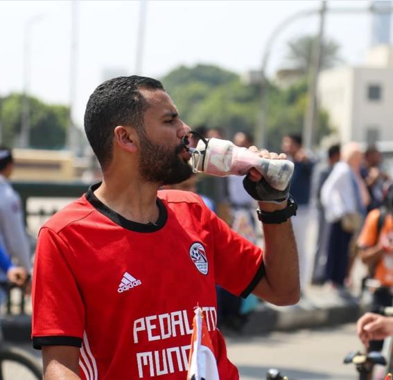 Hombre recorre cinco países para apoyar a Egipto en Rusia 1