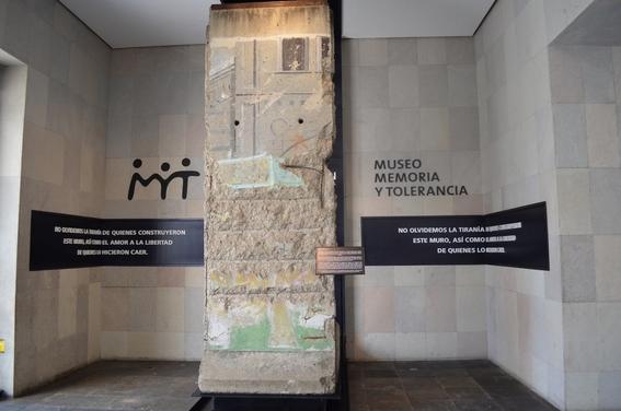 inauguracion de la pieza del muro de berlin 1