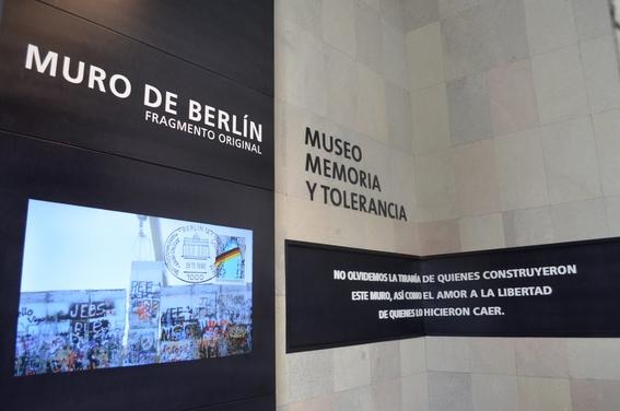 inauguracion de la pieza del muro de berlin 2