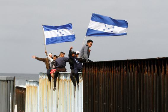 caravana migrante llega a tijuana 1