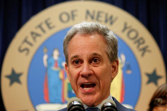 fiscal de nueva york renuncia or maltrato a mujeres 1
