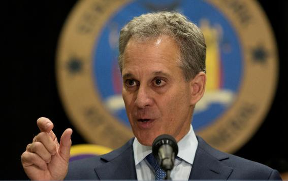 fiscal de nueva york renuncia or maltrato a mujeres 2