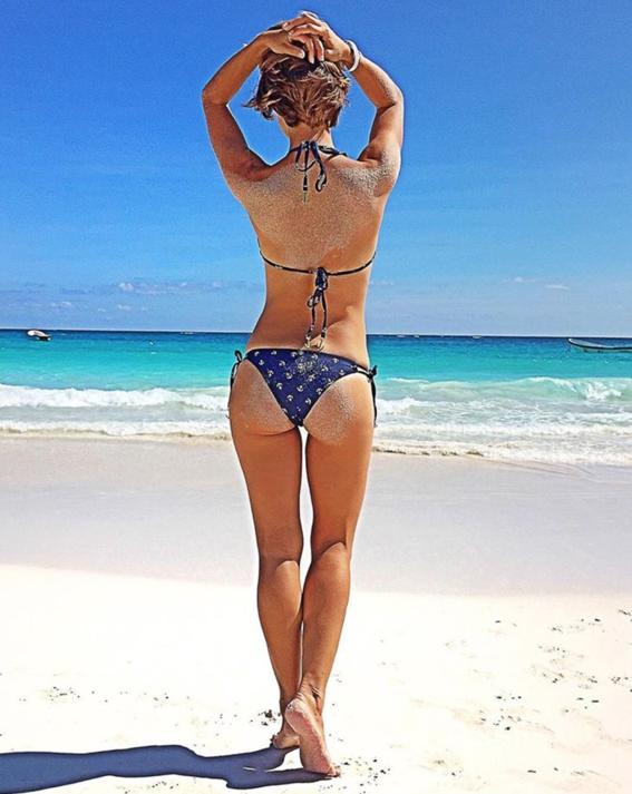 formas de salir perfecta en una foto con bikini 4