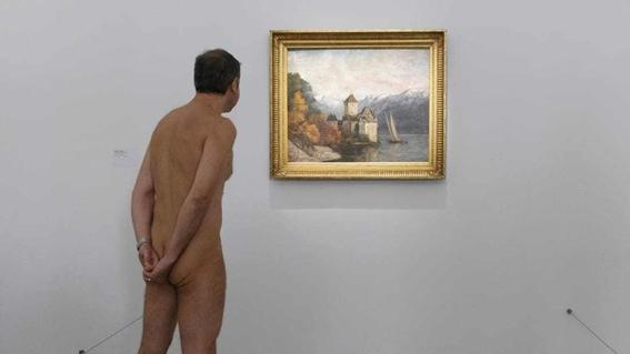 recorrido nudista en museo 5