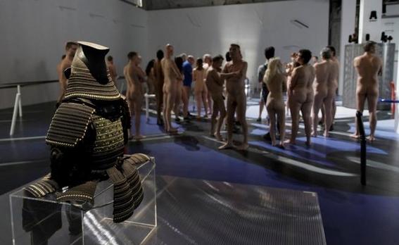 recorrido nudista en museo 8