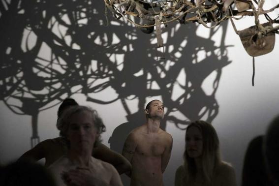 recorrido nudista en museo 11