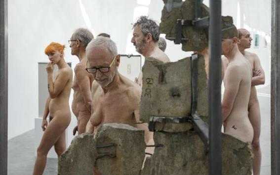 recorrido nudista en museo 14