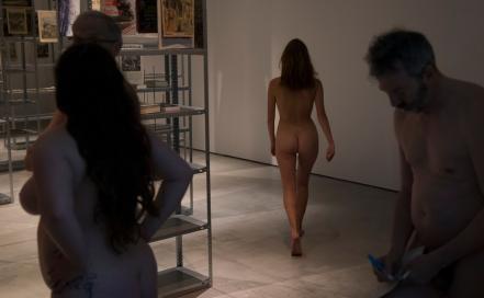 recorrido nudista en museo 17