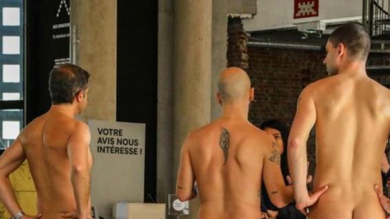 recorrido nudista en museo 18