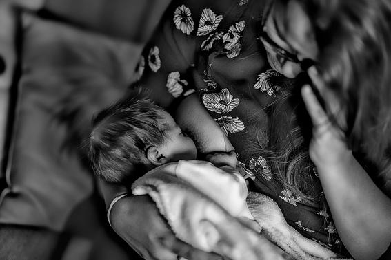 """'Bajan las tasas de lactancia materna en países ricos'"""""""