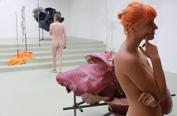 recorrido nudista en museo 1