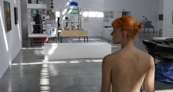recorrido nudista en museo 3