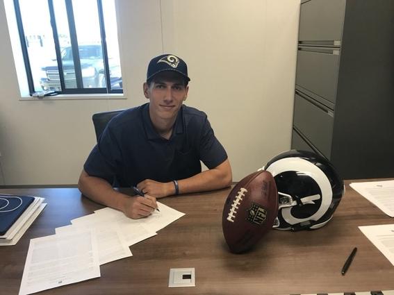 luis perez quarterback mexicano firmo contrato con los rams 1