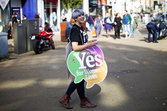 irlanda vota si a la legalizacion del aborto 1