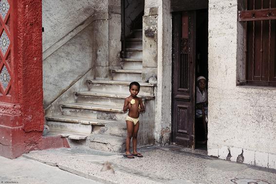como es crecer en las calles de cuba en 15 fotografias de raquel chicheri 3
