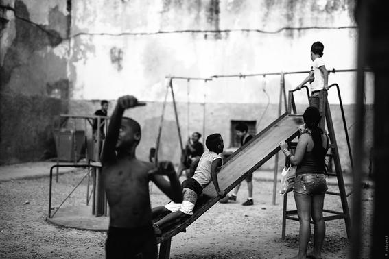 como es crecer en las calles de cuba en 15 fotografias de raquel chicheri 4