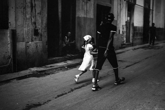 como es crecer en las calles de cuba en 15 fotografias de raquel chicheri 9