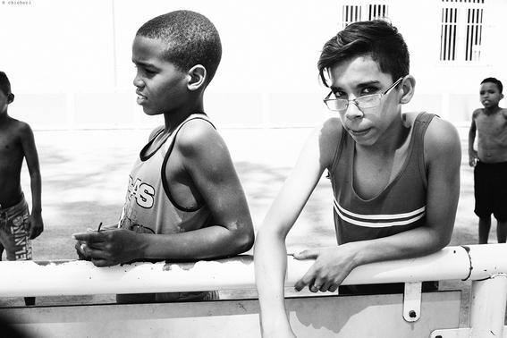 como es crecer en las calles de cuba en 15 fotografias de raquel chicheri 10