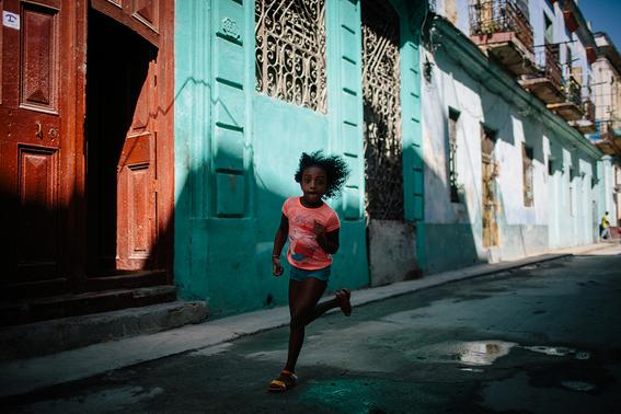 como es crecer en las calles de cuba en 15 fotografias de raquel chicheri 11