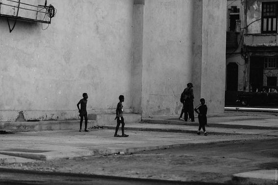 como es crecer en las calles de cuba en 15 fotografias de raquel chicheri 12