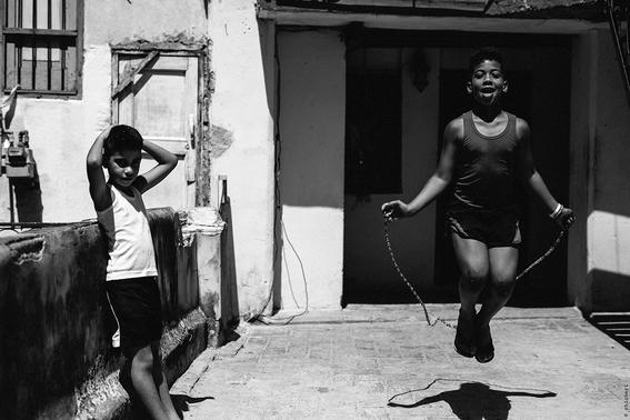 como es crecer en las calles de cuba en 15 fotografias de raquel chicheri 13