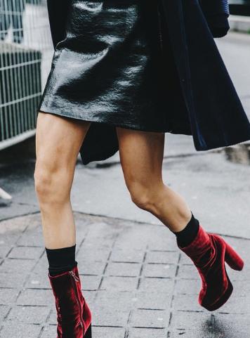 formas de combinar botas y vestido 4