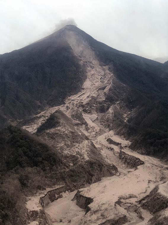 comparacion erupcion volcan de fuego con la de pompeya 1