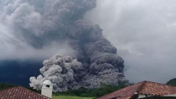 72 muertos en guatemala por erupcion volcanica 2